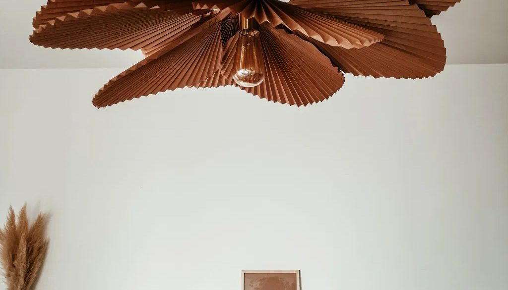 DIY suspension luminaire fleurs pétales papier craft origami