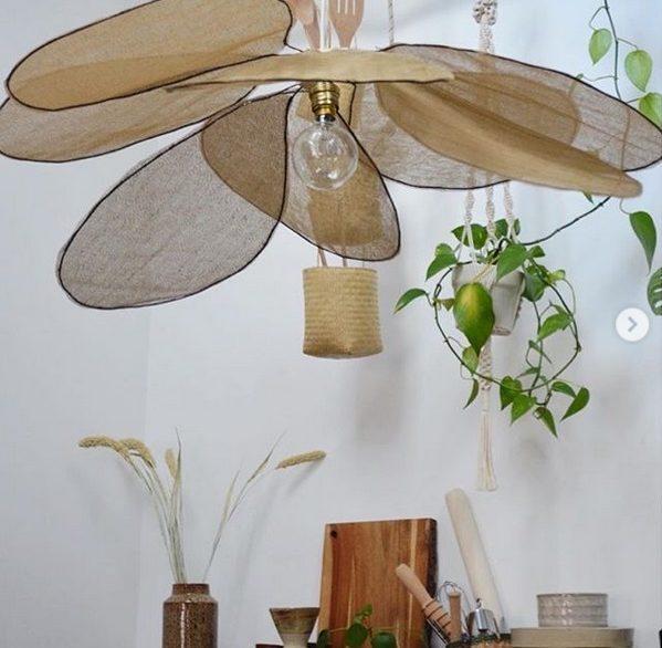 DIY suspension luminaire fleurs pétales tissu